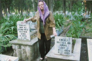18-2005-odemis-zehra-babasi-suleyman-akinci-ile-esi-ismail-cayin-kabirleri-arasinda
