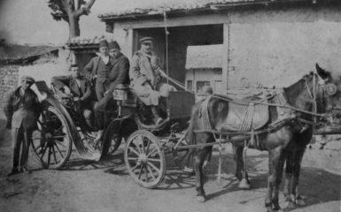 1917-iskece-ibrahim-faytonun-icinde-sagda-fesli