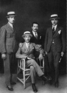 1920, İskeçe. Halil Ağa (Koltukta oturan ), oğlu İbrahim (Sağ baştaki) ve iki akrabası