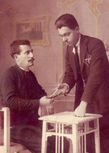 1924, Yunanistan'ın İskeçe kazası. İbrahim bir tütün kontrolü anında…